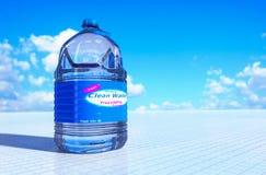botella de 6 litros de agua Imagenes de archivo