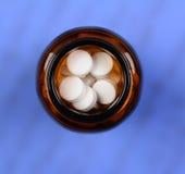 Botella de píldora del alto ángulo Fotos de archivo