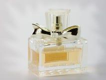 Botella de perfume. Imágenes de archivo libres de regalías