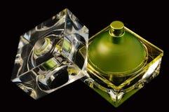 Botella de perfume abierta Foto de archivo libre de regalías