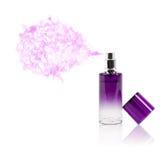Botella de perfume que rocía olor coloreado imágenes de archivo libres de regalías