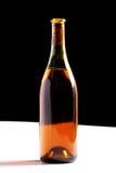 Botella de vino aislada en negro Imágenes de archivo libres de regalías