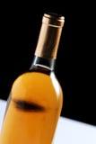 Botella de vino aislada en negro Fotografía de archivo libre de regalías