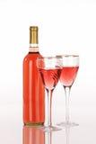 Botella de vino blanca de zinfandel con dos vidrios Foto de archivo