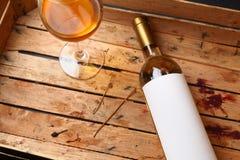 Botella de vino blanco Imagen de archivo libre de regalías