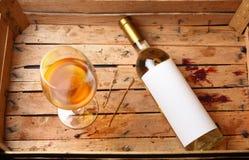 Botella de vino blanco Foto de archivo