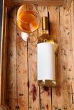 Botella de vino blanco Fotografía de archivo libre de regalías