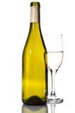 Botella de vino blanco y de vidrio Foto de archivo libre de regalías