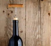 Botella de vino con el sacacorchos Imágenes de archivo libres de regalías