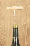 Botella de vino con el sacacorchos Foto de archivo libre de regalías