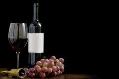 Botella de vino con la escritura de la etiqueta en blanco fotografía de archivo libre de regalías