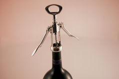 Botella de vino de la apertura Imagen de archivo libre de regalías
