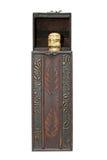 Botella de vino en rectángulo de madera Imagen de archivo