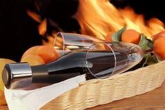 Botella de vino rojo con dos vidrios de XXXL Foto de archivo libre de regalías