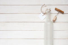 Botella de vino vacía con la etiqueta Fotografía de archivo libre de regalías