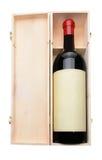 Botella de vino y caja de madera Imagen de archivo libre de regalías