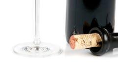Botella de vino y de un sacacorchos Fotos de archivo