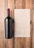Botella de vino y lista en blanco Imagen de archivo