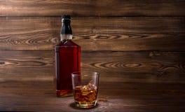 Botella de whisky Fotografía de archivo libre de regalías