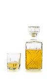 Botella de whisky/escocés antiguos en blanco Fotos de archivo