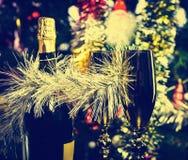 Botella del Año Nuevo de vidrios del champán Imagen de archivo