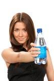 Botella del asimiento de la muchacha de agua potable pura Foto de archivo libre de regalías