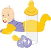 Botella del bebé, del maniquí y de leche aislada en el blanco Fotos de archivo