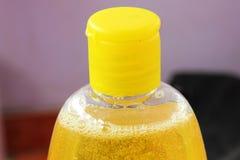 Botella del champú del bebé fotografía de archivo libre de regalías