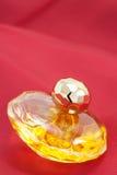 Botella del perfume de oro de Ladys Foto de archivo libre de regalías