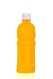 Botella del zumo de naranja Aislado en el fondo blanco Imagen de archivo libre de regalías