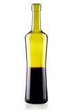 Botella elegante de vino rojo aislada Foto de archivo