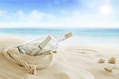 Botella en la playa Imagen de archivo libre de regalías