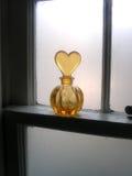 Botella en travesaño de la ventana Foto de archivo libre de regalías