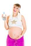 Botella feliz de la explotación agrícola de la mujer embarazada de agua Fotografía de archivo libre de regalías