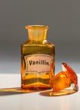 Botella para la vainillina, usada por los farmacéuticos foto de archivo