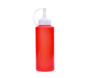 Botella plástica roja de la salsa aislada en blanco foto de archivo libre de regalías