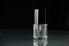 Botella vacía del maquillaje del esmalte de uñas sin escritura de la etiqueta Fotografía de archivo