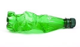 Botella verde plástica aplastada Fotos de archivo libres de regalías