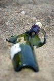 Botella verde quebrada Fotografía de archivo libre de regalías