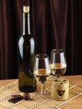 Botella, vidrio con el vino y vela Fotografía de archivo libre de regalías