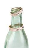 Botella vieja sucia con los anillos de bodas aislados en el fondo blanco Fotos de archivo