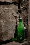 Botella vieja verde Fotografía de archivo libre de regalías