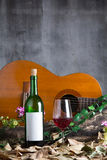 Botella y copa de vino de vino rojo Imagen de archivo libre de regalías