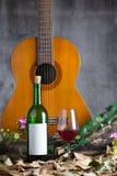 Botella y copa de vino de vino rojo Foto de archivo