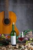 Botella y copa de vino de vino rojo Fotos de archivo