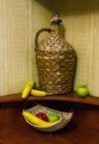 Botella y frutas grandes de la paja Fotos de archivo libres de regalías