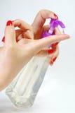 Botella y mano plásticas Fotografía de archivo