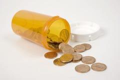 Botella y peniques de píldora Imágenes de archivo libres de regalías