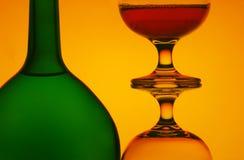 Botella y stemware Imagen de archivo