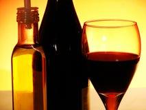 Botella y vidrio Fotos de archivo libres de regalías